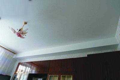 Обход балки натяжным потолком
