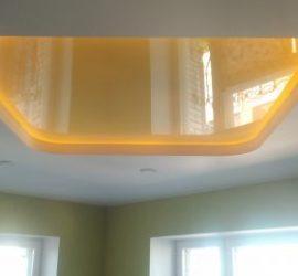 Двухуровневый натяжной потолок с подсветкой