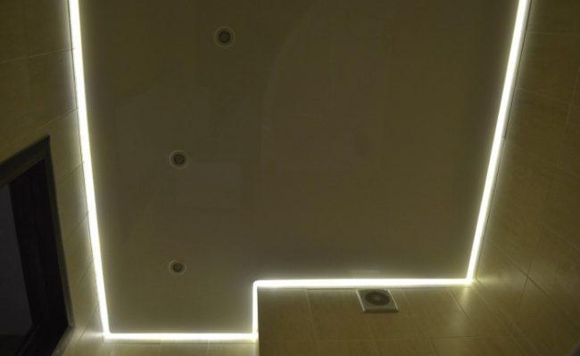 Натяжной потолок с подсветкой