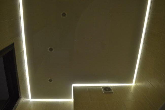 Натяжной потолок с подсветкой по контуру